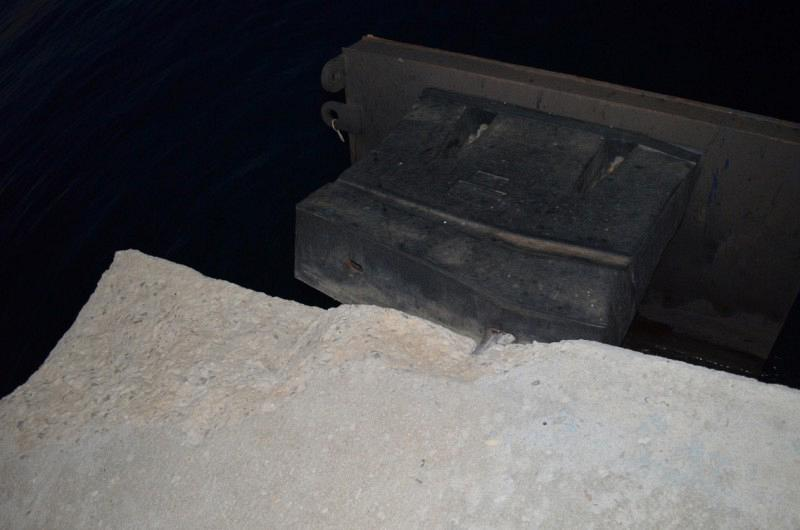 Photo 4. Improper selection and installation of fender type resulting in an inefficient operation of the system and the failure of its anchoring (Port of Poros - 2014)